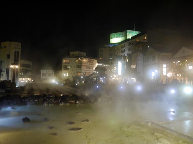 夜の湯畑画像
