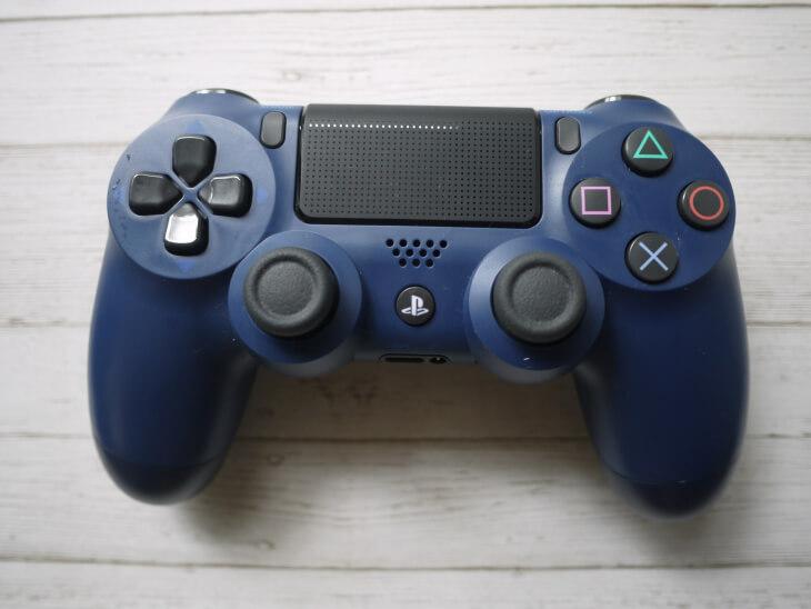 PS4専用ワイヤレスコントローラー画像
