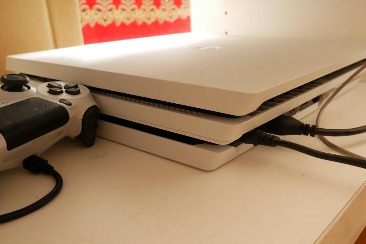 PS4Pro付属のHDMIケーブルに繋いだ裏面画像