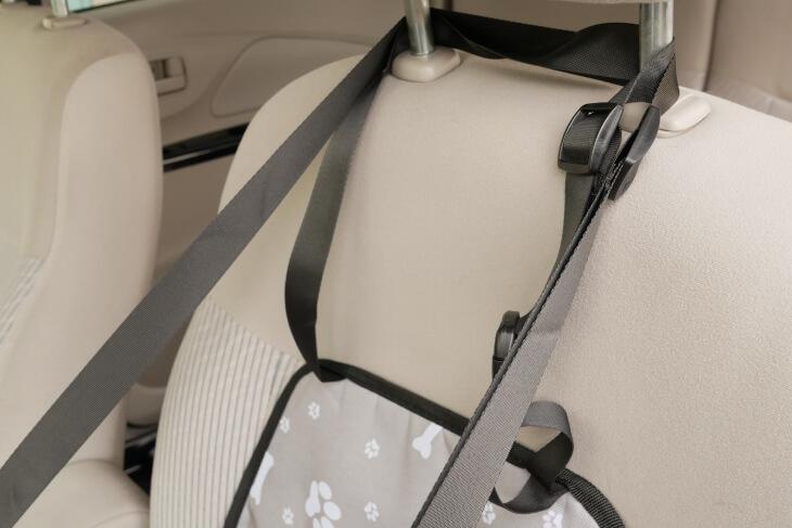 ドライブボックス ヘッドレストストラップ取り付け画像